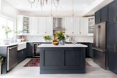 Black and White Kitchen Decor White Kitchen Decor, Kitchen Redo, Home Decor Kitchen, Kitchen Interior, New Kitchen, Home Kitchens, Kitchen Dining, Kitchen Remodel, Kitchen Cabinets