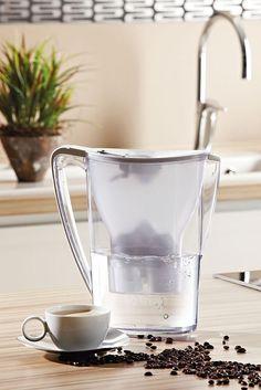 Das Wasser spielt eine entscheidende Rolle bei der Kaffeezubereitung. Warm, abgestanden oder bereits aufgekocht wirkt es sich negativ auf den Geschmack aus. Foto: djd/BWT