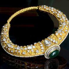 "62 Me gusta, 2 comentarios - The Jewell Closet (@thejewellcloset) en Instagram: ""Follow@thejewellcloset Stunning Polki Diamond, Pearl , Emerald Hasli Necklace.…"""