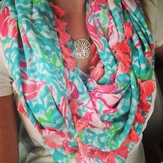 I don't normally like scarves. But I like this one.