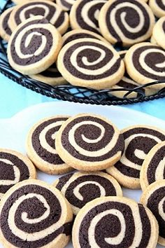 These chocolate pinwheel cookies are very simple. You just stack one thinly rolled out layer of vanilla dough on top of one thinly rolled out layer of chocolate dough. Then, just roll it up into a log, chill it, and slice away! Chocolate Pinwheel Cookies Recipe, Chocolate Roll Cake, Japanese Cheesecake Recipes, Cookie Recipes, Dessert Recipes, Icebox Cookies, Cocina Natural, Macaroon Recipes, Chiffon Cake