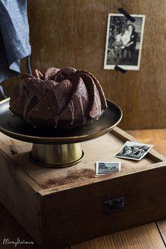 Dieser Baileys-Schoko-Kuchen ist super saftig, hat eine knusprige Zuckerglasur, ist leicht beschwipst und hebt die Stimmung sofort. Richtig tolles Soulfood!