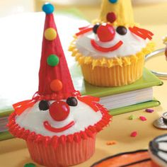 What's a party without cake? Celebrate someone special by baking a treat from this collection of birthday cake recipes, from chocolate, coconut and ice cream cakes to fun ideas for theme cakes, cupcakes, cake pops and more! Clown Cupcakes, Yummy Cupcakes, Cupcake Cookies, Party Cupcakes, Cupcake Wars, Clown Party, Circus Party, Circus Theme, Circus Birthday