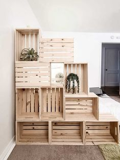 Living in a tiny home or apartment doesn't always have enough storage or organization. Read all about how to build this super easy wood crate wall that provides lots of storage for just $100! #woodcrate #crate #storage #bookshelf Crate Ottoman, Crate Desk, Crate Bookshelf, Bookshelves, Bedroom Bookshelf, Uses For Wooden Crates, Diy Wooden Crate, Wood Crates, Bed On Crates
