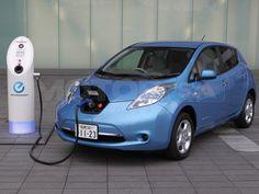 Les voitures électriques sont un invention très important pour le futur. Le gazoline est très cher et limite. Elles n'utilisent pas gaz!!!!! Elles sont 100% électrique et vert. Je voudrais un auto électrique.