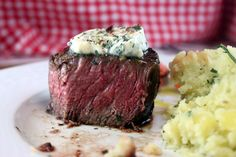 Try Restaurant Style Filet Mignon! You& just need filet mignon - 8 ounce filets, kosher salt - 4 teaspoons, freshly cracked pepper - 4 teaspoons. Meat Recipes, Dinner Recipes, Cooking Recipes, Recipies, Beef Dishes, Food Dishes, Main Dishes, Steak Restaurant Style, Side Dishes