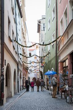 Celebrating the holiday season in Europe is a must! Thanks for the photo, @charissafay.