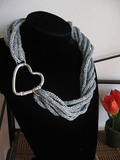 Free Pattern: Spool knitted torchon necklace by Di Lana Cotta