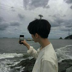 [Chanbaek] Baekhyun havia acabado de se mudar para Seul, e precisava … # Fanfic # amreading # books # wattpad Korean Boys Ulzzang, Cute Korean Boys, Ulzzang Boy, Asian Boys, Korean Girl, Korean Guy Tumblr, Tumblr Korea, Ulzzang Couple, Beautiful Boys