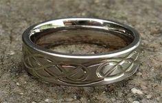 สลักลวดลายบนแหวน