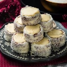 9 csokis-kókuszos csoda, amivel jól indul a hét | Nosalty Confectionery, Coco, Cake Recipes, Cheesecake, Muffin, Paleo, Food And Drink, Xmas, Sweets