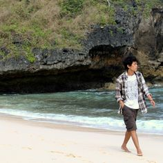 🌊🏃📷  #enjoy #enjoylife #sand #water #wave #explore #vacation #instagram #instatravel #flannel #instagood #beach #trip #travelgram #adventure #naturephotography #nature #streetphotography #photography #holiday #travel #indonesiaindah #indonesialestari #sea #photooftheday #picture