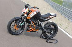 Ktm Motorcycles, Triumph Bikes, Scrambler Motorcycle, Ktm 200, Ktm Duke 200, Royal Enfield Wallpapers, Clio Rs, Custom Bikes, Bikers