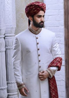 Best off-white marriage sherwani suit design for men by Omar Farooq. Discover best Asian Indian Pakistani muslim sherwani with price and discount Sherwani For Men Wedding, Wedding Dresses Men Indian, Wedding Outfits For Groom, Groom Wedding Dress, Indian Wedding Wear, Pakistani Bridal Dresses, Sherwani Groom, Mens Sherwani, Moda Masculina