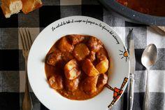 El sukalki es un estofado de carne muy típico del noreste de Vizcaya, donde compite en popularidad con el, más conocido, marmitako. El guiso es religión en... Chana Masala, Pork, Guernica, Ethnic Recipes, Sweet, Bilbao, Yummy Yummy, Gastronomia, Easy Food Recipes