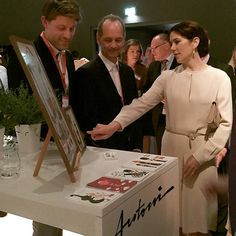 What an experience for us! Her Majesty The Danish Crownprincess Mary at our small stand talking with us about the works of Ib Antoni. She is such a nice person in every way. What a representative for Denmark!