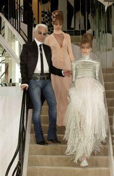 Chanel at Couture Fall 2002 - Runway Photos Karl Lagerfeld, Chanel Wedding Dress, Wedding Dresses, Fashion Wear, Fashion Show, Fashion Design, Karl Otto, Coco Chanel Fashion, Mode Chanel