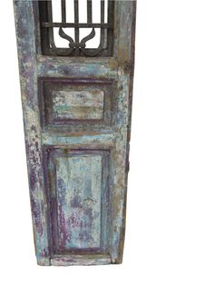 Puerta del Mediterráneo francés antiguo maravilloso, capas de pátina y pintura original de los años, recuadro de ventana decorativos de hierro, en la parte trasera vidrio o espejo se puede colocar en la ventana detrás de la fachada de hierro, un marco que se abre, que actualmente está enclavada cerrada. Las ilimitadas posibilidades de interior o hacia fuera.  Dimensiones: 88 H X 18 W X 2.5 D peso: 70 libras.  ENVÍO NO INCLUIDO, PÓNGASE EN CONTACTO CON NOSOTROS CON EL TELÉFONO # PARA…