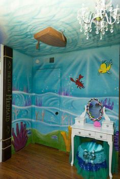Check out this amazing UNDER THE SEA BEDROOM!!!  <3  Adorable! Love the bottom of the boat idea...so cute! Think your Little Mermaid fans would love this?  Beautiful!!   Made by El Zeus
