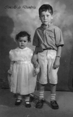 Retrato de dous nenos. Cedida por Ezaro.com