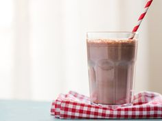 Donald Trump may not know the difference between a chocolate shake and a chocolate malt, but you don't have to wonder anymore. Malt Milkshake, Vanilla Milkshake, Chocolate Milkshake, Chocolate Shake, Chocolate Ice Cream, Chocolate Malt, Chocolate Peanut Butter Cups, Chocolate Chip Cookies, Homemade Protein Shakes