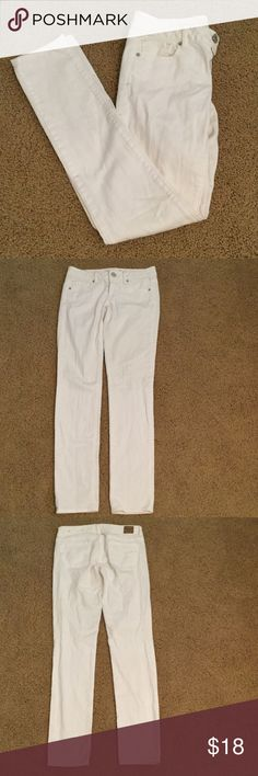 White American Eagle Jeans These white jeans are a must have for back to school and are in great condition! Willing to trade depending on the item! American Eagle Outfitters Jeans Straight Leg
