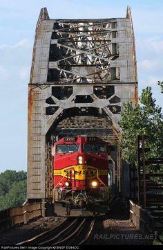 RailPictures.Net Photo: BNSF 771 BNSF Railway GE C44-9W (Dash 9-44CW) at Sibley, Missouri by BNSF ES44DC