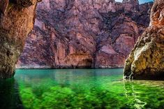 Emerald Green Water in Lake Powell Page Arizona, State Of Arizona, Black Car Service, Page Az, Airport Shuttle, International Flights, Domestic Flights, Lake Powell, Transportation Services