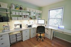 38 Ideas sewing room layout work stations - Craft room wishes Sewing Room Organization, Craft Room Storage, Craft Rooms, Organizing, Storage Shelves, Organization Ideas, Shelving Ideas, Room Shelves, Storage Ideas
