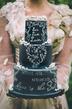 chalkboard wedding cake by Samantha Tempest Bolo Chalkboard, Chalkboard Wedding, Pretty Cakes, Beautiful Cakes, Bolo Fack, Fantasy Cake, Couture Cakes, Amazing Wedding Cakes, Cake Wedding