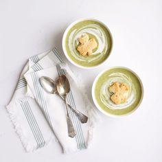 Creamy healthy vegan and gluten free Potato Broccoli Soup with shamrock croutons, perfect for St. Creamy Potato Leek Soup, Broccoli Potato Soup, Quick Healthy Meals, Healthy Soup Recipes, Vegan Recipes, Healthy Eating, Whole30 Recipes, Stuffed Pepper Soup, Stuffed Peppers
