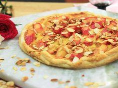 Tarte med rabarber Hawaiian Pizza, Tart, Food, Pie, Tarts, Meals, Cake, Yemek, Cobbler