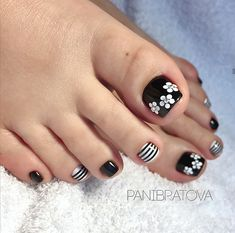 44 outstanding classy nail designs ideas for your ravishing look 04 is part of Coral Summer nails Glitter - 44 outstanding classy nail designs ideas for your ravishing look 04 Related Classy Nail Designs, Simple Nail Art Designs, Toe Nail Designs, Classy Nails, Stylish Nails, Simple Nails, Pretty Toe Nails, Cute Toe Nails, Gel Toe Nails