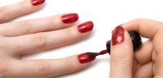 Trucos para que tu esmalte de uñas dure más tiempo.