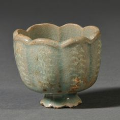 Flower-shaped Celadon Cup, Korea, octofoil, with lobed : Lot 0122