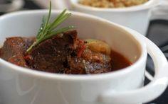 Μοσχαράκι μυρωδάτο Συνταγή για το τραπέζι του Δεκαπενταύγουστου.
