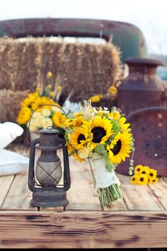 Sunflower Theme Wedding - Rustic Wedding Chic This. Farm Wedding, Rustic Wedding, Dream Wedding, Wedding Country, Boho Wedding, Nautical Wedding, Wedding Reception, Sunflower Bouquets, Sunflower Decorations