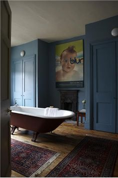 Ideas Bathroom Dark Blue Walls Farrow Ball For 2019 Farrow Ball, Dark Blue Bathrooms, Hague Blue Bathroom, Victorian Home Decor, Victorian Terrace Interior, Modern Victorian Homes, Victorian Bathroom, The Dark Side, Dark Blue Walls