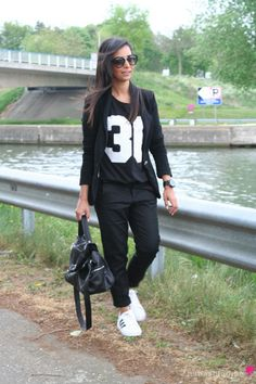 Sporty suit with Adidas Superstars