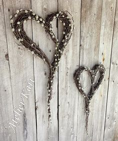 dekor di tregrener- dekor tregrener Beste bilde for … Valentine Day Love, Valentines, Dyi Decorations, Willow Wreath, Christmas Wreaths, Christmas Decorations, Deco Nature, Floral Hoops, Heart Wreath