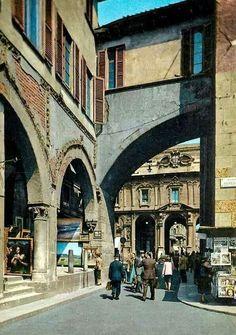 Piazza dei mercanti 1960 #Milan #Italy