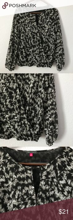 Vince Camuto black & white graphic wrap blouse This edgy wrap style billowy blouse from Vince Camuto is sure to add instant style to any outfit! It is in EUC with no stains, rips, or hole. Bundle with other items from my closet for the best deal! Vince Camuto Tops Blouses
