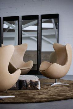 Egg chair; fauteuil cuir par Arne Jacobsen