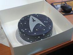 Star Trek logo cake, I believe I could do ZAT!