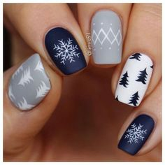 57 Simple Winter Nail Art Designs You Need to Try Style Style Nagellack einfach Holiday Nail Art, Christmas Nail Art Designs, Winter Nail Art, Winter Nail Designs, Winter Nails, Winter Art, Nail Art For Christmas, Chrismas Nail Art, Simple Christmas Nails