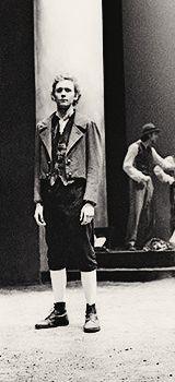 the good ol' drama school days (Source: http://morelikehiddlestunning.tumblr.com/post/56467320777/32-34-100-photos-of-thomas-william-hiddleston)