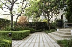 cast-conrete-pacers-hancock-park-la-garden-gardenista