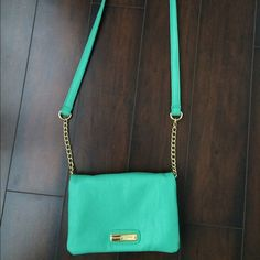 Seafoam Green Steve Madden Crossbody Purse Seafoam Green Steve Madden Crossbody Purse. In great quality, used once only! If you have any questions, let me know! Steve Madden Bags Crossbody Bags