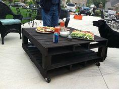 Tisch aus zwei Paletten