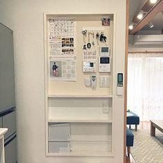 女性で、3LDKの、Kitchen/カレンダー/LDK/鍵かけ/平屋/スイッチニッチ/湿温度計/マグネットクロス/おたよりボード/リモコンニッチ/こどものいる暮らし/あかちゃんのいる家についてのインテリア実例。 (2017-10-17 04:17:03に共有されました) Federal Style House, Gate Designs Modern, Japan Interior, Small House Exteriors, Modern Architecture House, Pavilion Architecture, Sustainable Architecture, Residential Architecture, Home Automation